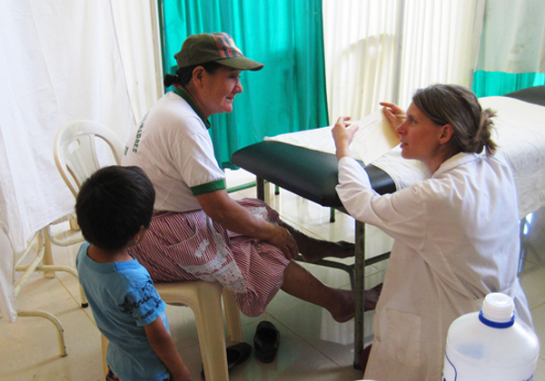 Acupuncture-Volunteering-Salvacion-Peru-Clinic-2