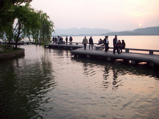 China-Bridge-at-West-Lake-Modern-Acupuncture